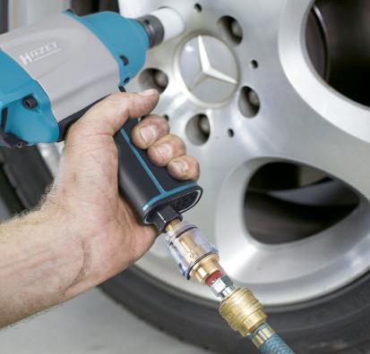 Das Bild zeigt einen Druckluftöler, eine echte Alternative zur Druckluft Wartungseinheit. Eine Ölkanne wäre hier nutzlos.