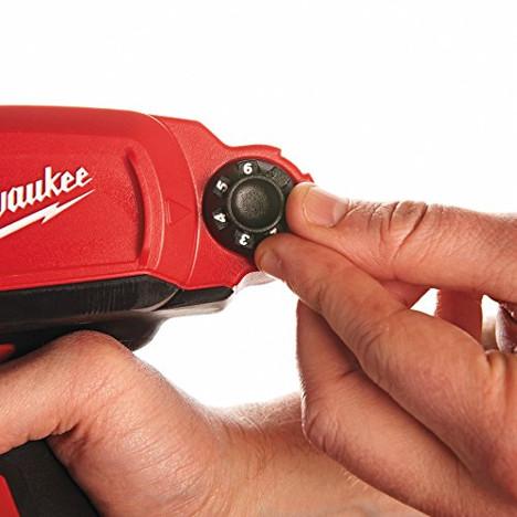 Die Milwaukee Akku Kartuschenpistole erlaubt kinderleichtes Einstellen der Pressgeschwindigkeit